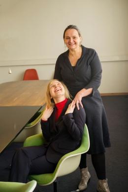 Katleen Van Langendonck (Kaaitheater) en Veerle Kerckhoven (Bronks)
